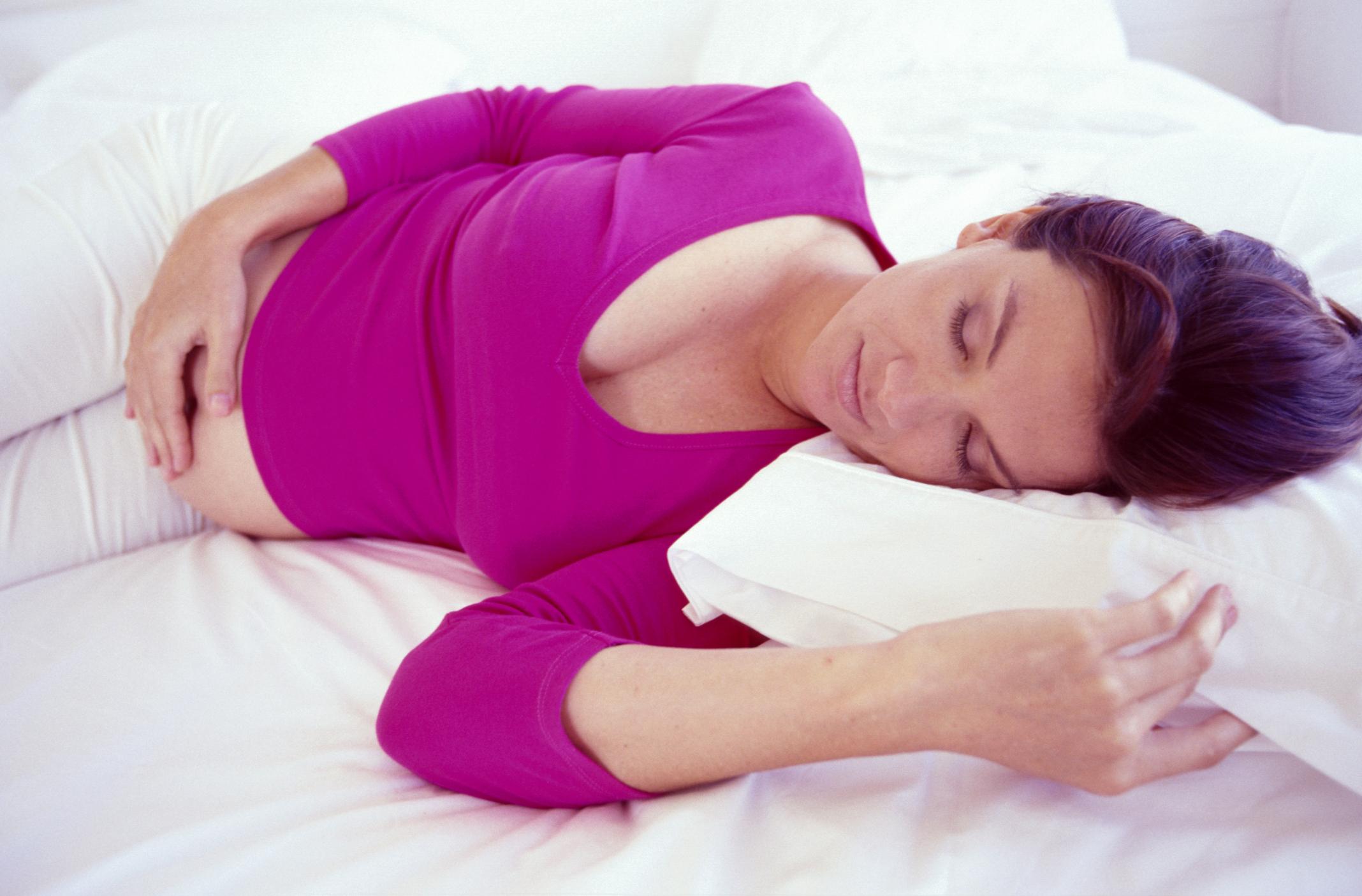 نحوه ی خوابیدن صحیح در دوران بارداری