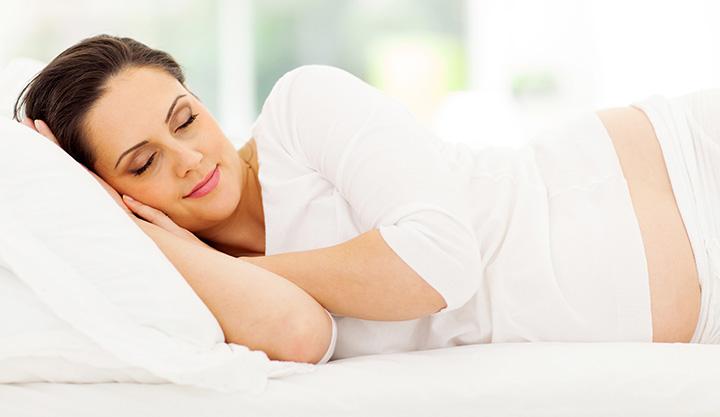 وضعیت خوابیدن در دوران بارداری